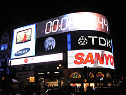 Earth Hour at Picadilly Circus - Avant